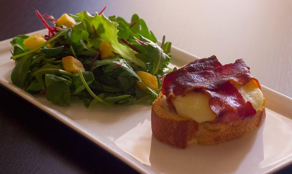http://danslacuisinedecharlottine.blogspot.fr/2015/04/cabecou-au-lard-roti-mesclun-de-salade.html