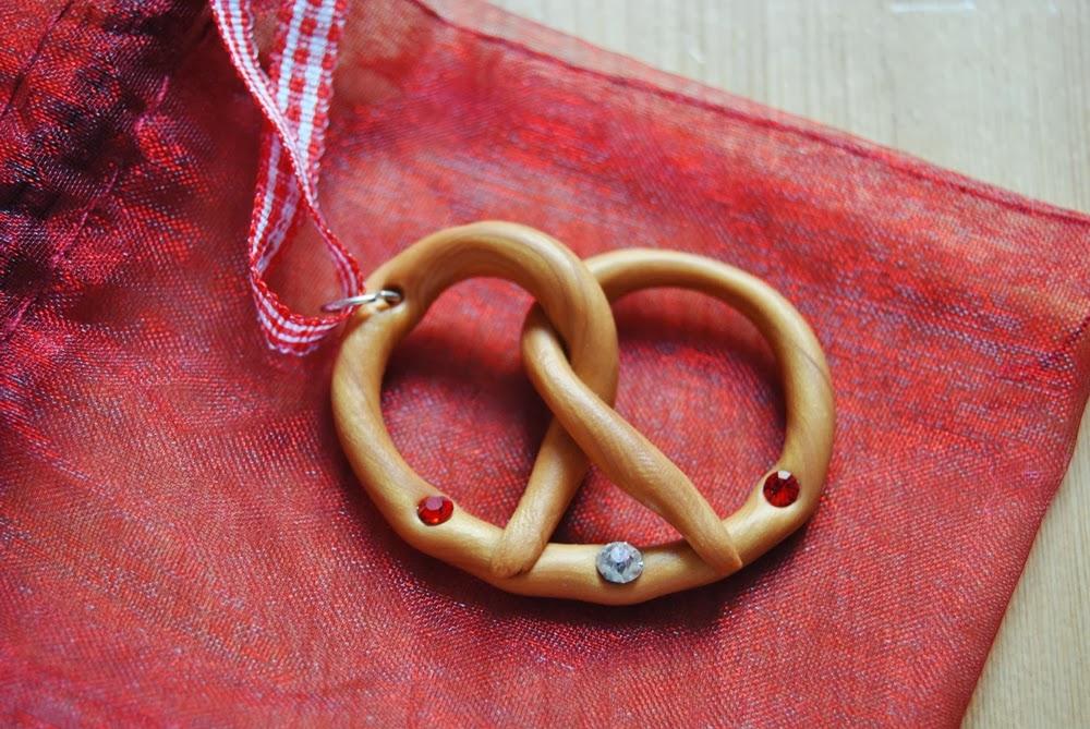 pretzel necklace Bretzel kette Oktoberfest