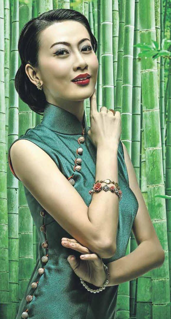 Revisiting the classics. 星洲之夜 xīng zhōu zhī yè, Eelyn kok, 郭惠雯 guō huì wén, goes back in time for some 1930s glamour.