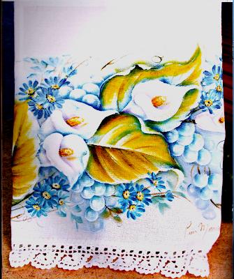 Pintura em Tecido Molhado - Copo de Leite com Uvas e Margaridas
