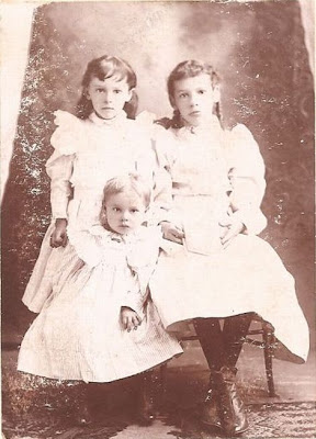Pearl, Minnie, and Floral Sullivan about 1896