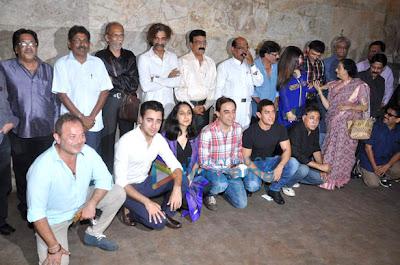 Aamir Khan & Juhi Chawla watch QSQT on its 25th anniversary