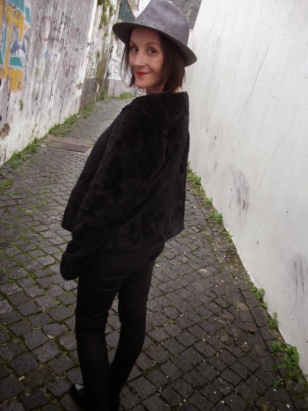 fashionoir you can leave your hat on. Black Bedroom Furniture Sets. Home Design Ideas