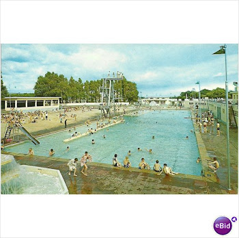 Hilsea Lido on a hot day