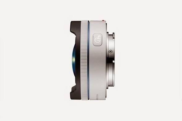 Il Samsung 10mm f/3.5 Fisheye fotografato di lato