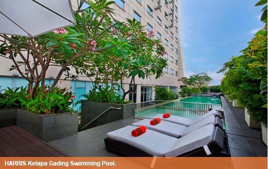 kolam renang di Hotel Harris Kelapa Gading Jakarta
