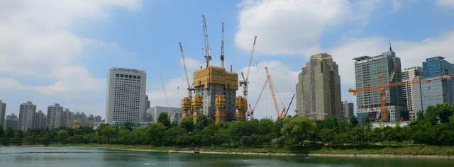 Seoul - Lotte World Tower under construction at Jamsil