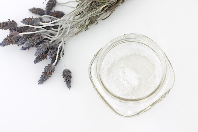 DIY Lavender Mint Bath Salts - great for gifting or yourself via www.julieblanner.com