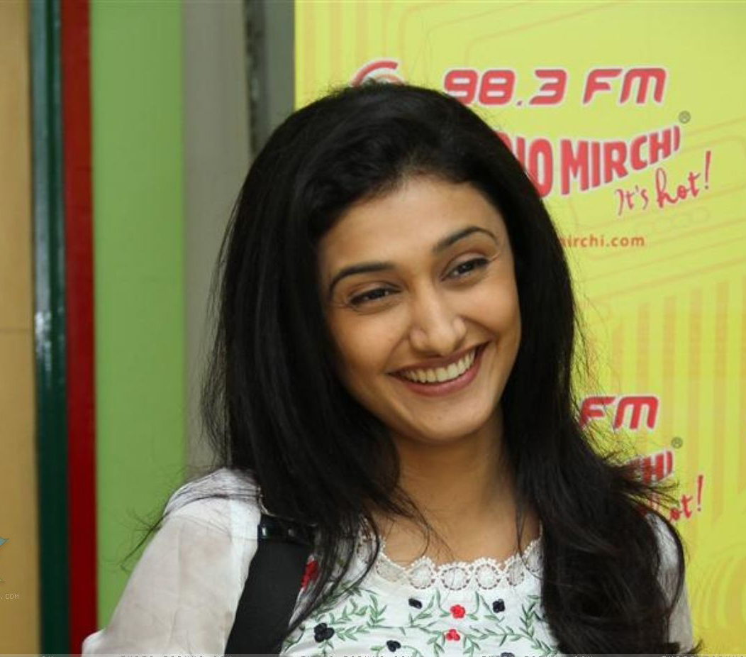 http://4.bp.blogspot.com/-GPL1mf4WcVA/TdOR_dzZ77I/AAAAAAAAGlg/1RAWwBCq44s/s1600/126839-ragini-khanna-at-radio-mirchi-premiere-the-music-of-movie-teen.jpg