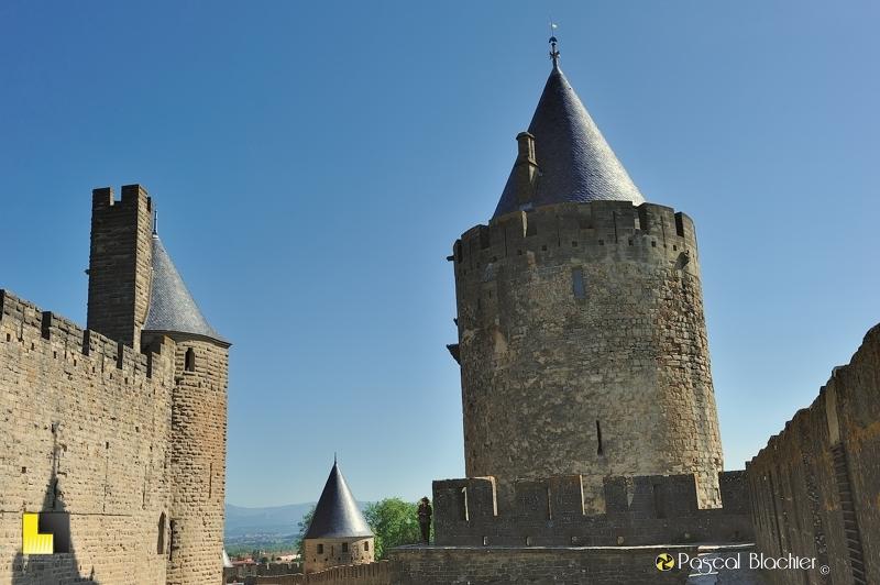 Valérie Blachier sur le chemin de ronde à Carcassonne photo pascal blachier
