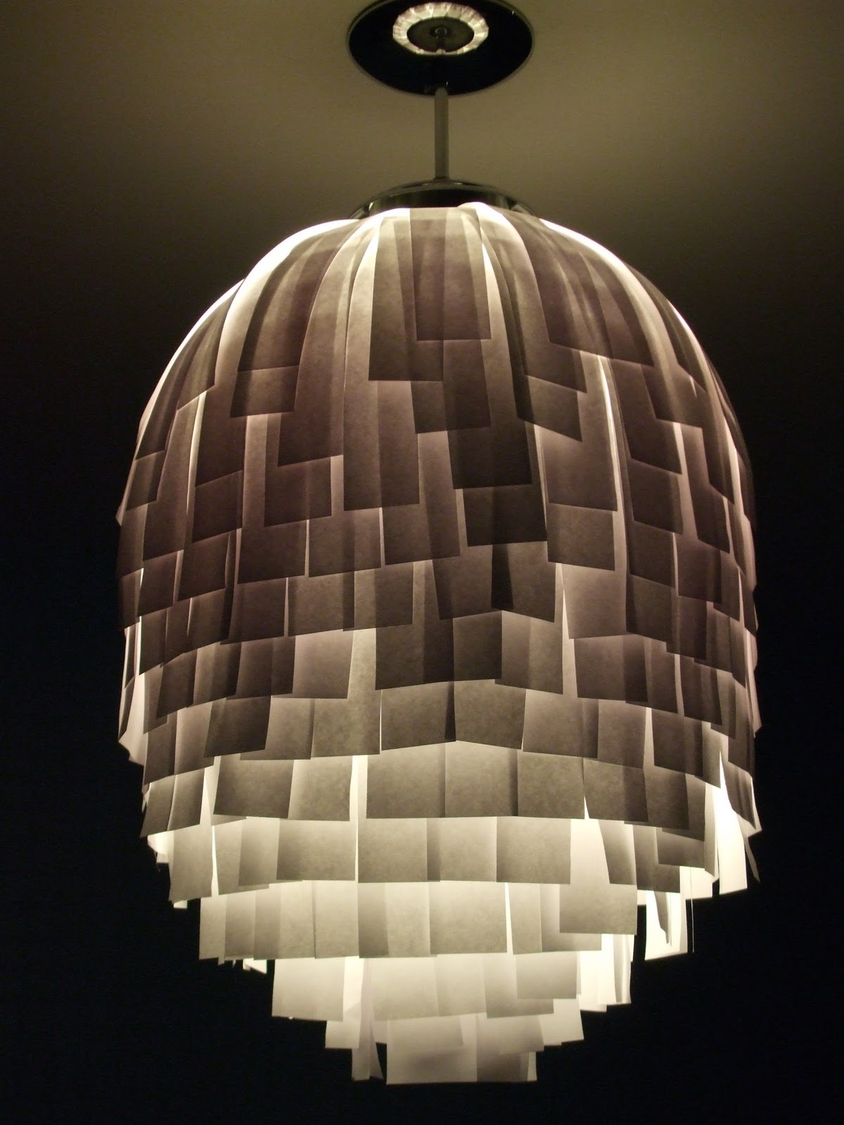 Just a little rouge diy lampshade upcycle it for Suspension luminaire rouge