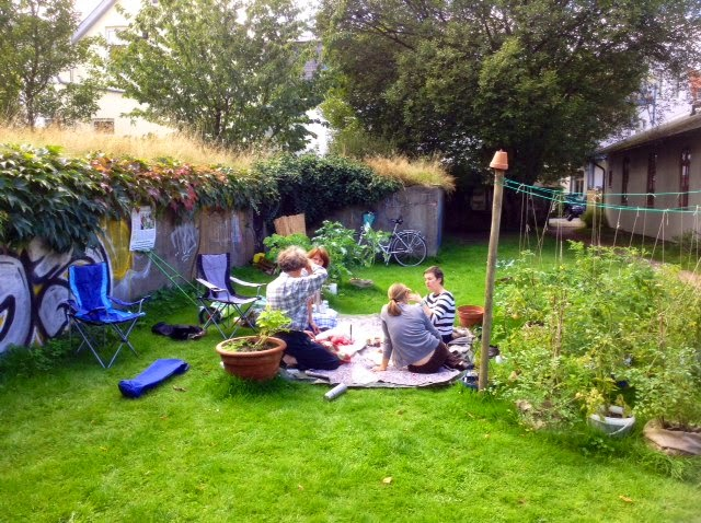 bunkergarten oldenburg picknick im garten. Black Bedroom Furniture Sets. Home Design Ideas