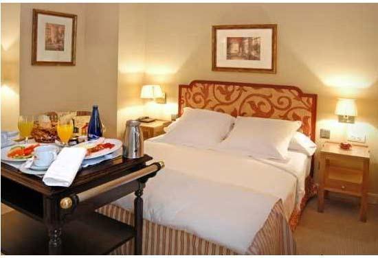 Un toque de al andaluz hoteles con encanto en sevilla for Hoteles en sevilla con habitaciones cuadruples