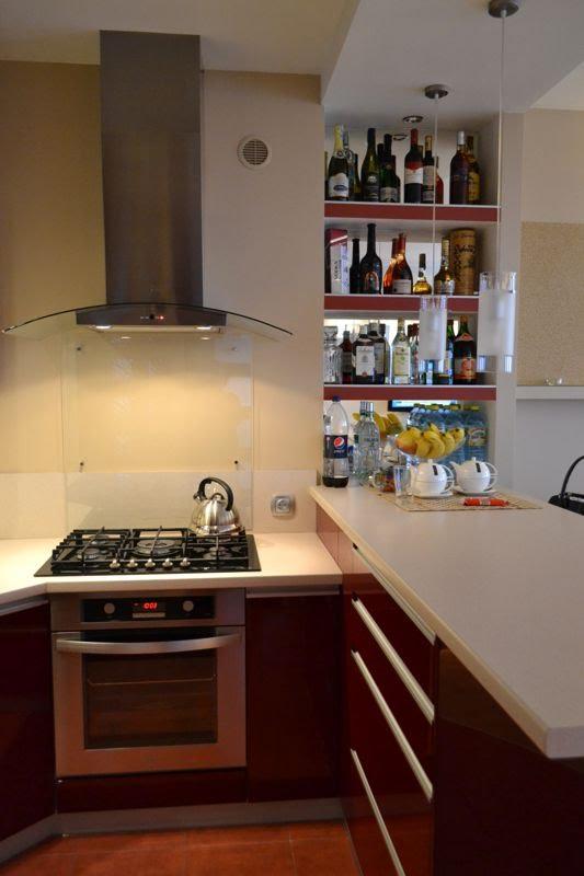 portret wnętrza Otwarta kuchnia, salon, domowe biuro i sypialnia -> Kuchnia Szeroko Otwarta Domowe Wedliny