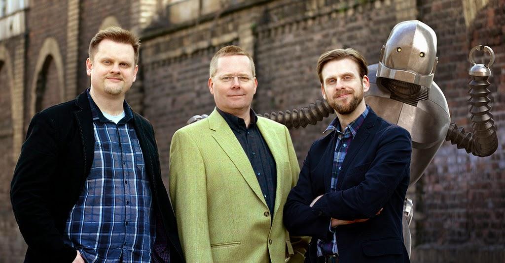 Axel Ricke, Martin Borowski, Henning Ricke und der Lumatik Bot, das Maskottchen der Filmproduktion