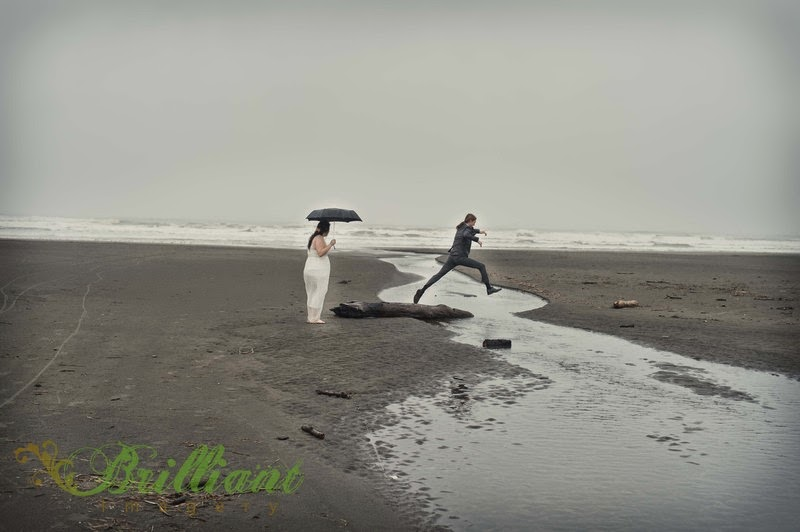 Nick and Alyssa, bride and groom, at Long Beach - Patricia Stimac, Seattle Wedding Officiant
