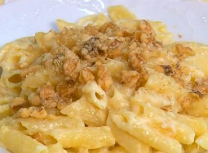 Peynir Soslu Makarna Nasıl Yapılır - Videolu Tarifi