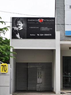 Sekolah Fotografi Darwis Triadi