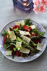 Salaatti grillatusta paprikasta ja parsasta