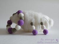 Orecchini e braccialetto in lana cardata