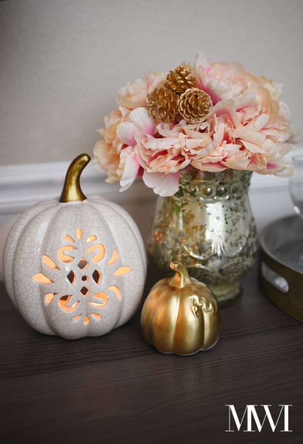 Gold and white are a beautiful color combo for fall decor. Monica from Monica Wants It uses these colors throughout her fall home tour in various ways paired with black and white. Beautiful!
