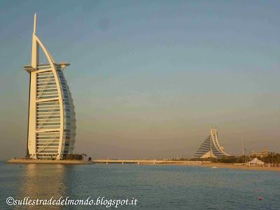 L'hotel a forma di vela simbolo di Dubai