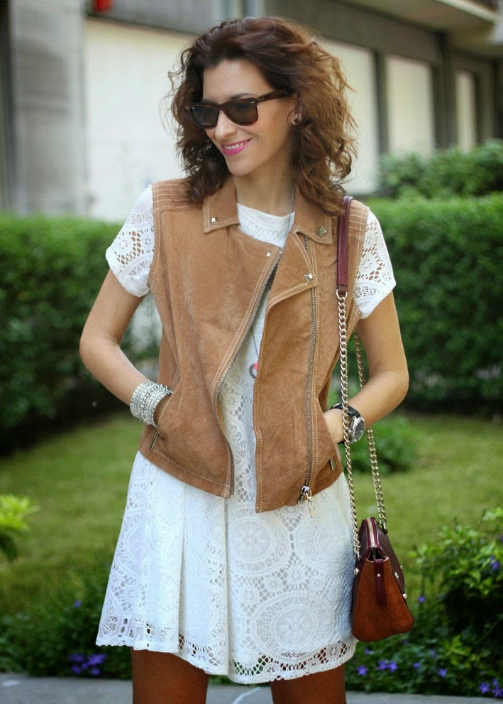 http://www.inlovewith-fashion.com/2014/05/vestido-blanco-white-lace-dress.html