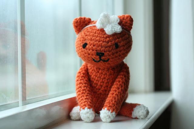 Free Crochet Pattern Kitty Cat : Miss Julias Patterns: Free Patterns - 65 Toys to Knit ...