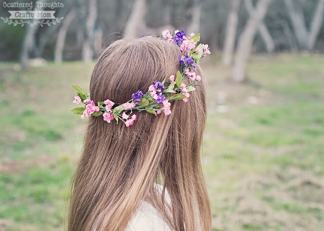 http://www.scatteredthoughtsofacraftymom.com/2015/03/how-to-make-a-flower-crown.html