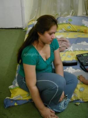 Beautiful Mumbai desi aunty in her hostel Room