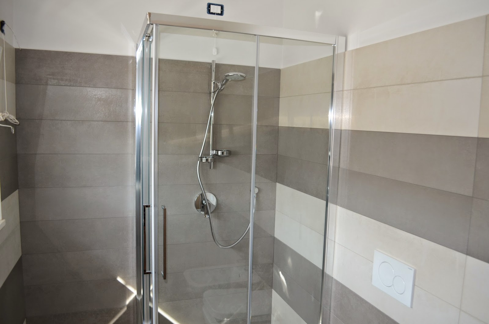 Casa delle ginestre porte e mobili - Imbiancare il bagno ...