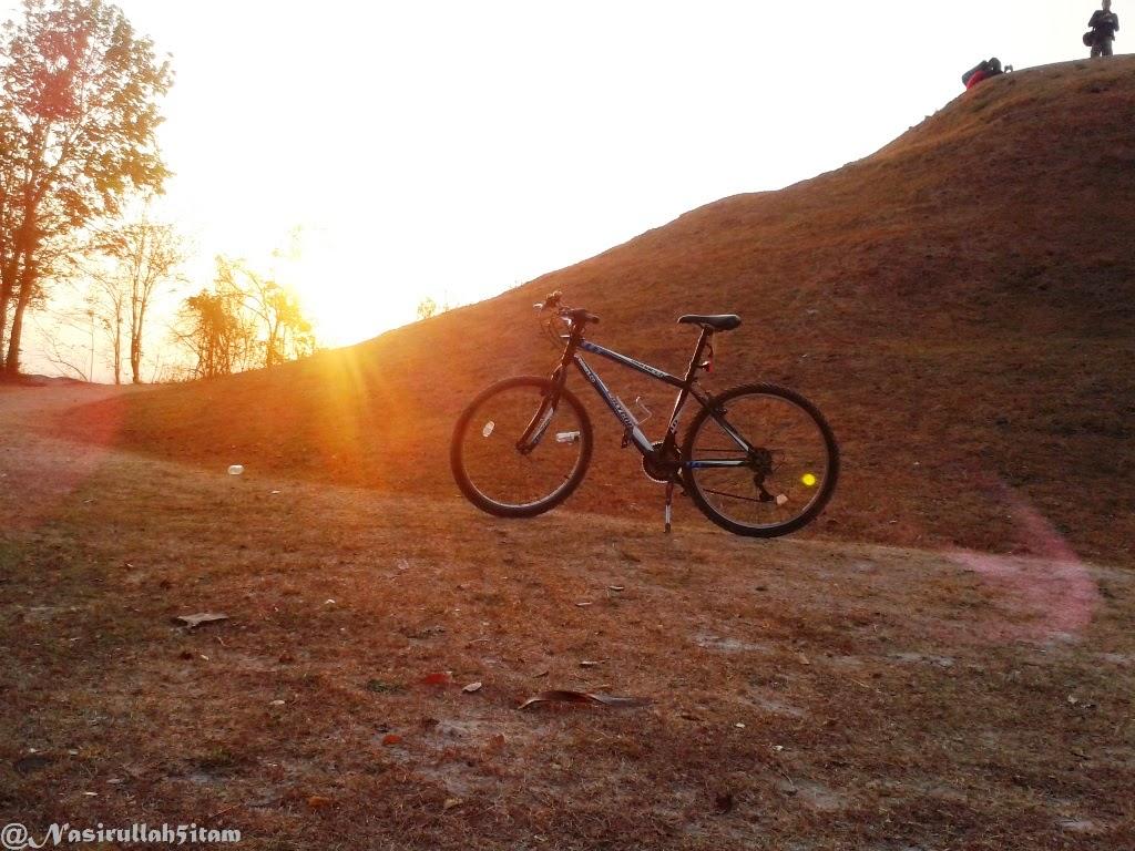 Menunggu sunset di Candi Abang, Berbah, Sleman