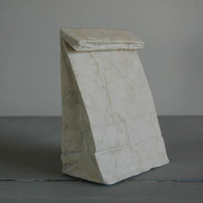 escultura de jiyuseki que es una bolsa