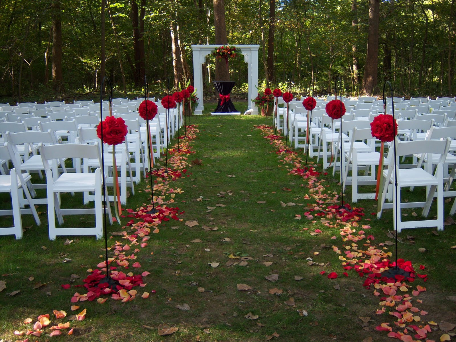 Green bay wedding dresses fall outdoor wedding fall for Wedding walkway