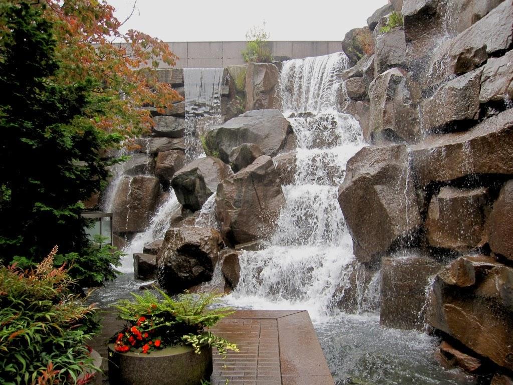 Arte y jardiner a empresa estanques y cascadas en el jardin for Fuentes de jardin de pared