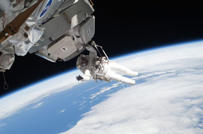 Spacewalk: The Blue Sky Underfoot Seen On  www.coolpicturegallery.us