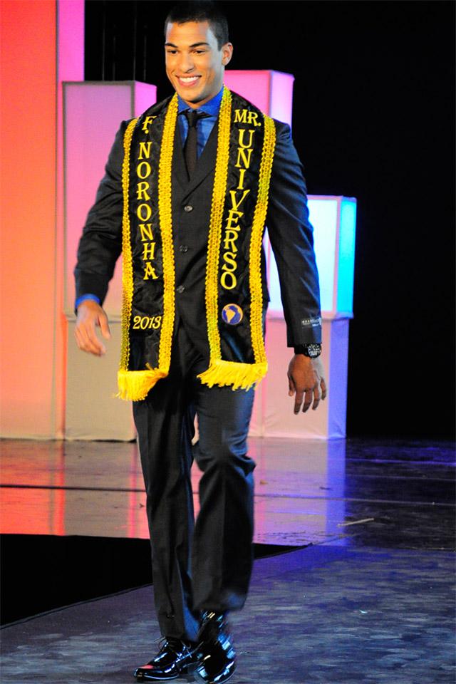 João Paulo Andrade durante apresentação na final do Mister Universo Brasil 2013. Foto: Bruno Lima