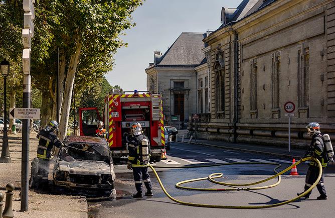 Les pompiers de Périgueux éteignent un incendie Cours Tourny