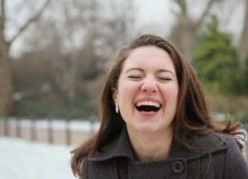 cewek cantik tertawa manis