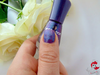 Essence the Gel Nail Polish - 23 wonderfuel - Tragebild - www.annitschkasblog.de