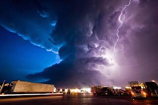 Gambar Tornado Foto Fenomena Alam Angin Topan Super Dahsyat