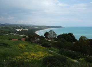 Bild 3: Blick von oberhalb des antiken Theaters nach Südosten