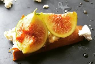 Fig, Goat Cheese & Honey Crostinis