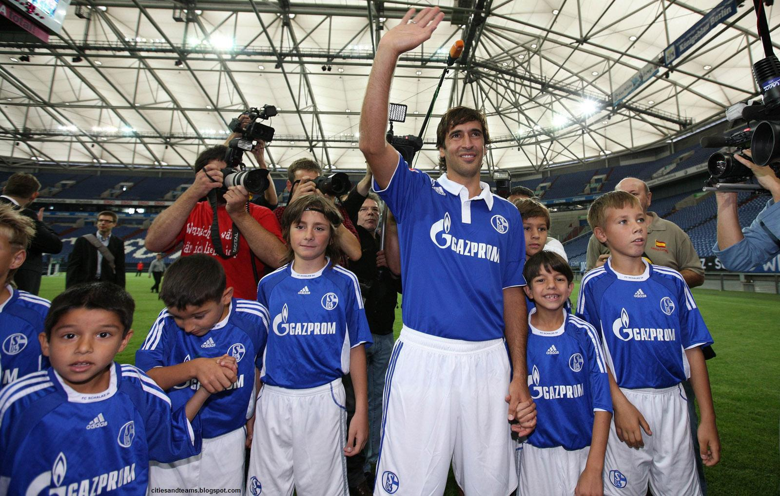 http://4.bp.blogspot.com/-GTZsz5vR-Nw/T5U-RDyRvKI/AAAAAAAAGCI/XrA6ughhKu8/s1600/Raul_Gonzalez_With_Children_Schalke_04_Germany_German_Spanish_Wallpaper_Hd_Desktop_citiesandteams.blogspot.com.jpg