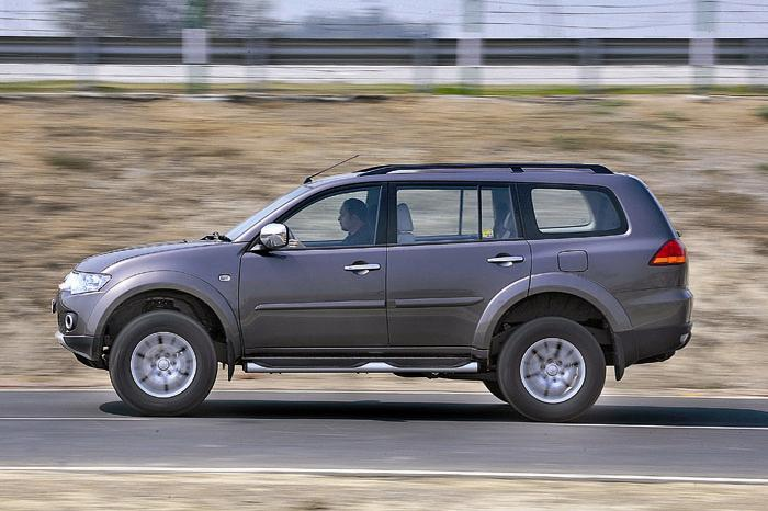 test drive and review of new mitsubishi pajero sport. Black Bedroom Furniture Sets. Home Design Ideas