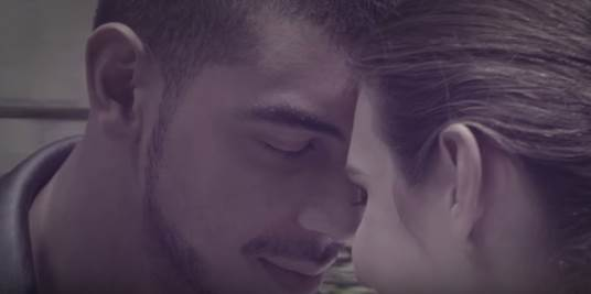 Manuel-Medrano-presenta-video-oficial-BAJO-EL-AGUA
