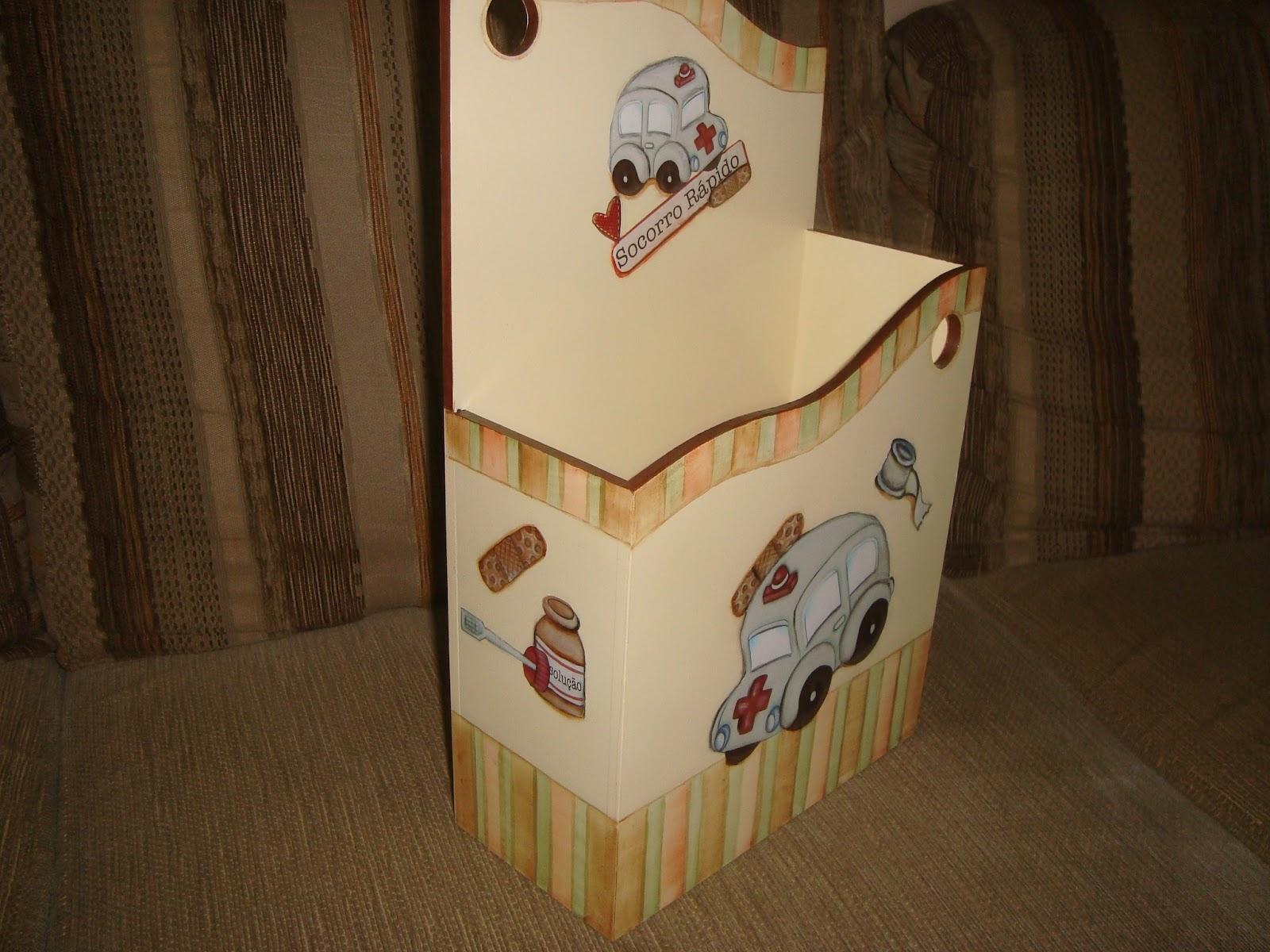 esta caixa eu decorei para colocar prontuários na porta da sala de  #382816 1600x1200