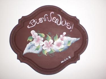 Peinture de fleurs sur plaque de bois