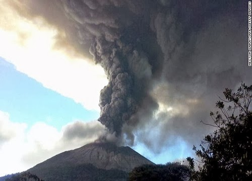 Chaparrastique_volcano_eruption_El Salvador_photo