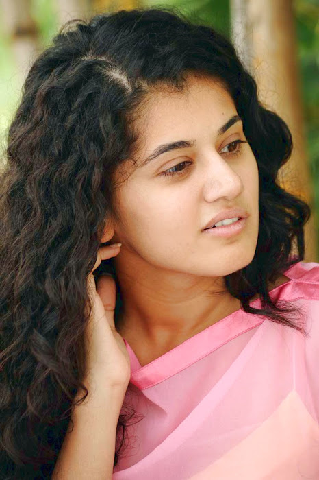 tapsee new looking - mogudu interview cute stills